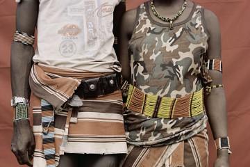 BEAUTIES_SPIEKERMEIER_ETHIOPIE_2009_02_OMO_DETAIL DES TENUES D UN COUPLE BENA_F9_V06_CMJN_HD